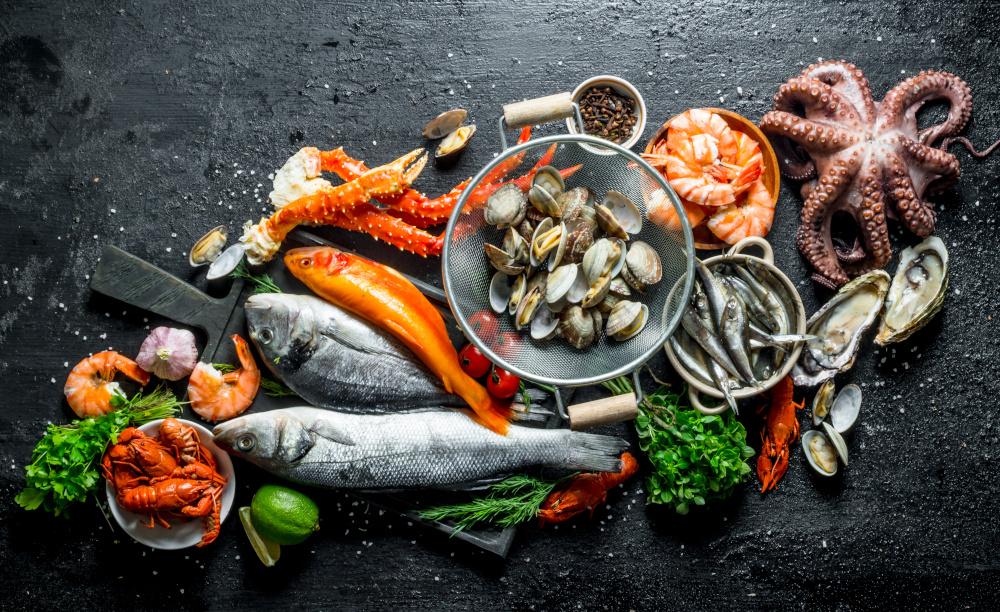owoce morza czyli świeży ryby krewetki